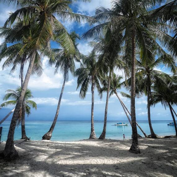 little-dolphin-holidays-discover-mantanani-island-carousel-img-02